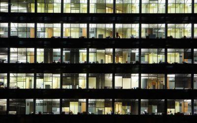Artículo: Salir pronto del trabajo… La utopía en un país que trabaja cada vez más horas.